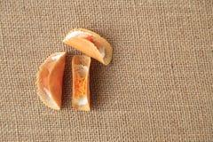 Тайский кудрявый блинчик с 2 стилями вкусом, желтым цветом как сладостным и красным как посолено стоковые изображения