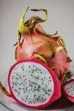 Тайский плодоовощ дракона плодоовощ с путем клиппирования, на плите, whit Стоковые Фотографии RF