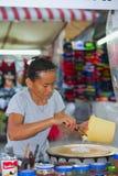 Тайский продавец блинчика женщины в Таиланде Стоковые Фото