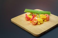 Тайский пряный салат мозоли с посоленным яйцом стоковое изображение rf