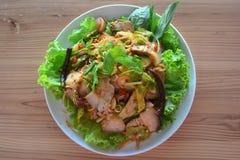 Тайский пряный салат свинины с травой, тайской едой стоковая фотография
