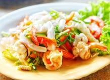 Тайский пряный салат Yum Talay морепродуктов стоковая фотография rf
