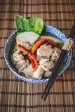 Тайский пряный суп с предпосылкой цыпленка и древесины, тайской едой, Tha Стоковая Фотография