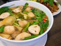 тайский пряный суп с свининой и грибами стоковая фотография rf