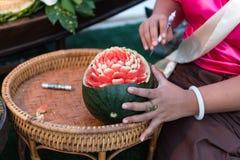 Тайский плодоовощ высекая, традиционное произведение искусства Стоковое фото RF