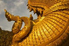 Тайский дракон на тонне лотка Wat Sri, Nan, Таиланд Стоковые Изображения RF