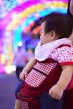 Тайский ребенок со светом радуги стоковое фото