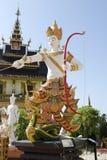 Тайский стиль скульптуры красивой статуи ангела Стоковые Изображения