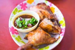 Тайский стиль зажарил прерванного цыпленка Стоковые Изображения