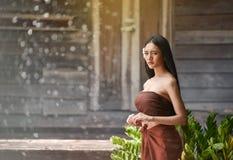 Тайский стиль платья женщин тайский Стоковые Фото