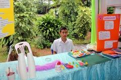 Тайский студент принимает продукцию которая была сделана себя стоковое фото rf
