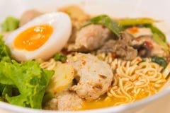 Тайский суп лапши в супе лапши вкуса шара пряном Стоковое Изображение RF