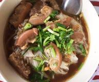 Тайский суп лапши мяса стиля, очень вкусный thaifood стоковая фотография
