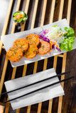 Тайский торт рыб с сладостным зябким соусом Стоковая Фотография
