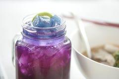 Тайский травяной чай с лимоном, фиолетовым напитком Стоковые Фото