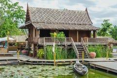 Тайский традиционный деревянный дом стоковые изображения rf