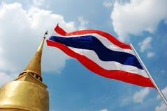 Тайский флаг и pagoda Стоковая Фотография