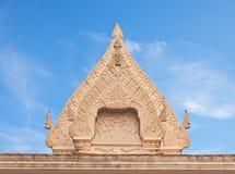 Тайский щипец штукатурки стиля буддийского виска старый стоковые фотографии rf
