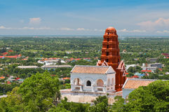 Тайский pagoda на холме Стоковое Изображение RF