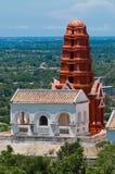 Тайский pagoda на холме Стоковая Фотография RF