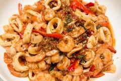 Тайским зажаренный stir соус базилика морепродуктов Стоковые Фотографии RF