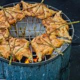 Тайское изображение Мягк-фокуса жареного цыпленка еды улицы Стоковое Изображение