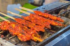 Тайское изображение Мягк-фокуса жареного цыпленка еды улицы Стоковые Изображения