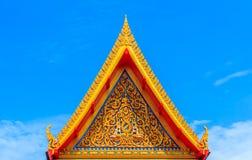 Тайское искусство вверху крыши буддийский висок в Бангкоке, Таиланде Стоковые Фотографии RF