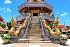 Тайское искусство, статуя Naka на балюстраде лестницы Стоковое Изображение RF