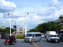 Тайское последнее украшение плаката изображения короля на дороге Rajchadamneon, перед похоронным месяцем Стоковое Фото