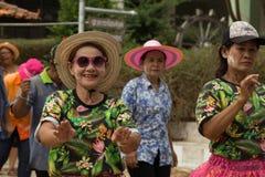 Тайское престарелое празднует фестиваль Songkran или тайский Новый Год Стоковые Изображения RF