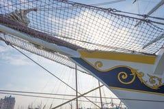 Такелажирование высокорослого корабля в порте в солнечном свете Стоковое фото RF