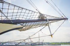 Такелажирование высокорослого корабля в порте в солнечном свете Стоковые Изображения RF