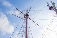 Такелажирование высокорослого корабля в порте в солнечном свете Стоковые Фото