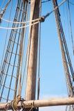 Такелажирование и веревочки старого парусника тимберса Стоковые Фотографии RF