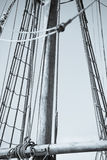 Такелажирование и веревочки старого парусника тимберса Стоковые Фото