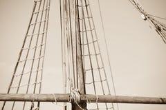 Такелажирование и веревочки старого парусника Стоковое Изображение