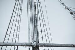 Такелажирование и веревочки старого парусника Стоковые Фото