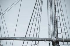 Такелажирование и веревочки старого сосуда плавания Стоковые Изображения RF
