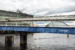 также броненосец как колоколы предпосылки наводит выставку Глазго конференции clyde центра известное над secc scottish реки Стоковое Фото