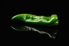 также закрепляя зеленые изолированные фото перцев путя видят подобную белизну Стоковые Фотографии RF
