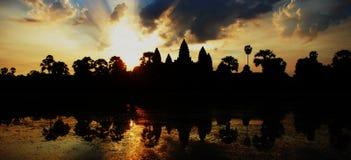 также мир wat наземного ориентира известного полного наследия рассвета культуры шарма Камбоджи здания angkor исторический огромны Стоковые Фото