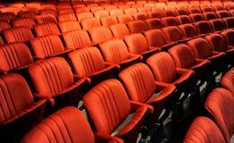 также появитесь по мере того как кино стулов аудитории иллюстрируя вводить изображения делает совершенный театр персоны они однак Стоковое Фото