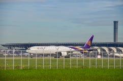 Таксировать Thai Airways плоский Стоковые Фотографии RF