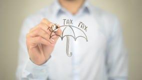 Таксируйте концепцию, зонтик, сочинительство человека на прозрачном экране Стоковое фото RF