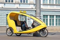 Такси велосипеда на улице Москвы Стоковое Изображение