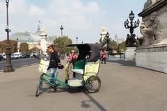 Такси велосипеда носит туристов для sightseeing Стоковое фото RF