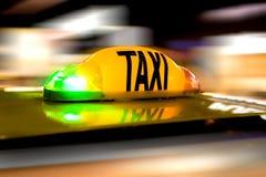 Такси в движении Стоковое Фото