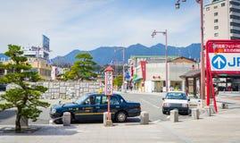 Такси ждут туристов перед пристанью Miyajima Стоковые Изображения RF