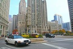 Такси на бульваре Мичигана в Чикаго стоковые изображения